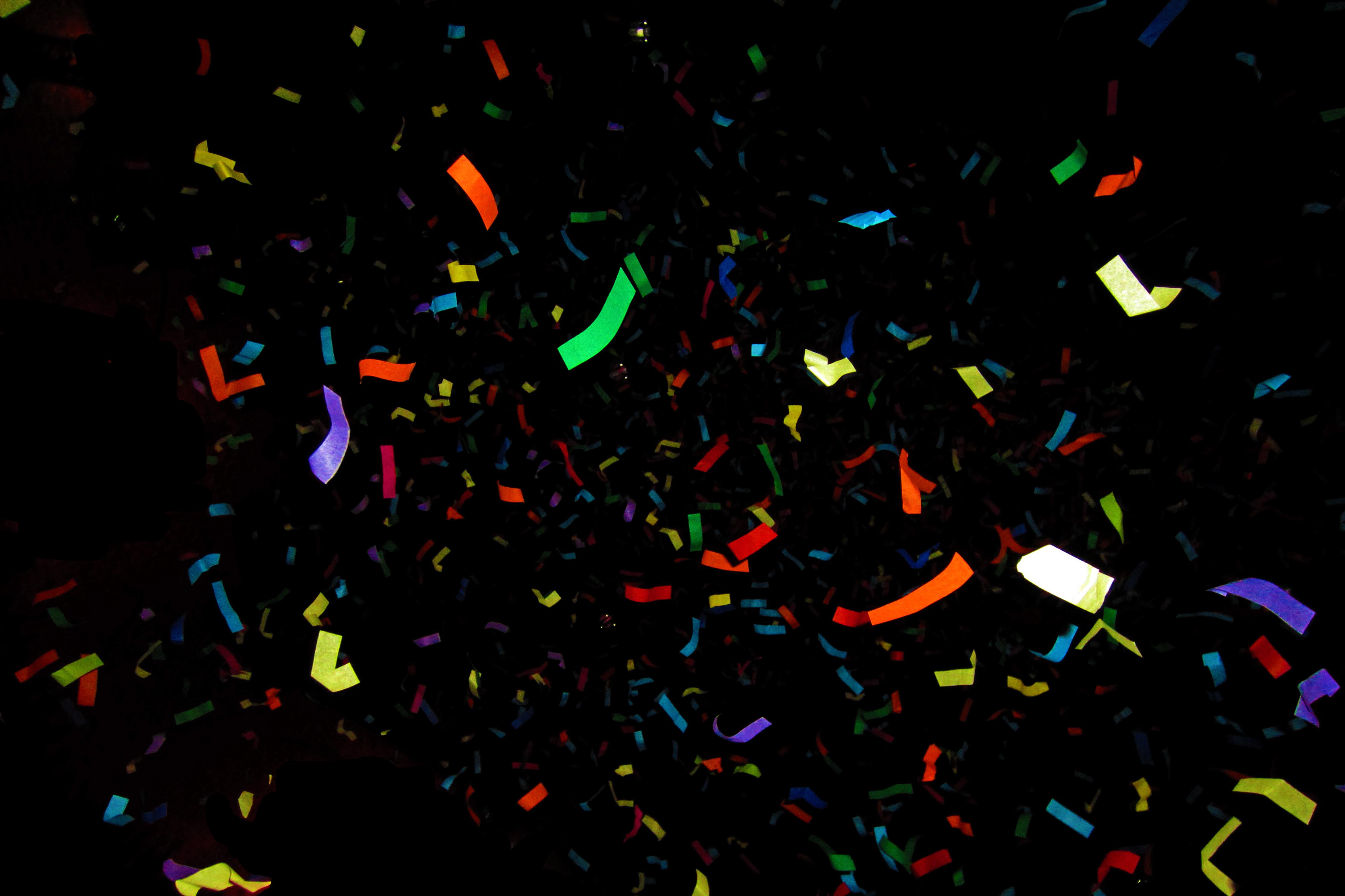 عکس کاغذ رنگی برای تزئین در جشن